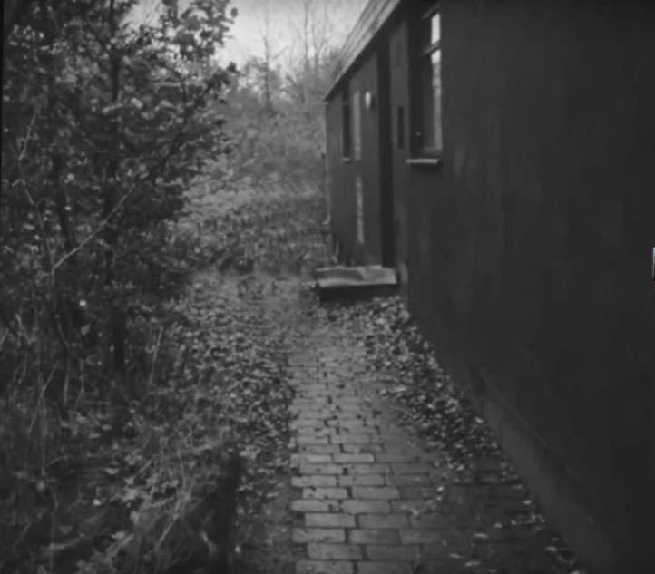 Højbjergdrabet - Hovedindgangen på Hestehavevej 2b hvor gerningsmanden ringede på. Foto fra 11.11. 1967